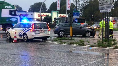 Twee gewonden bij ongeval op zwart kruispunt