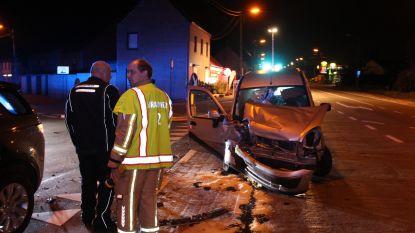 Zware klap bij kruisen Gentsesteenweg: wagen volledig vernield