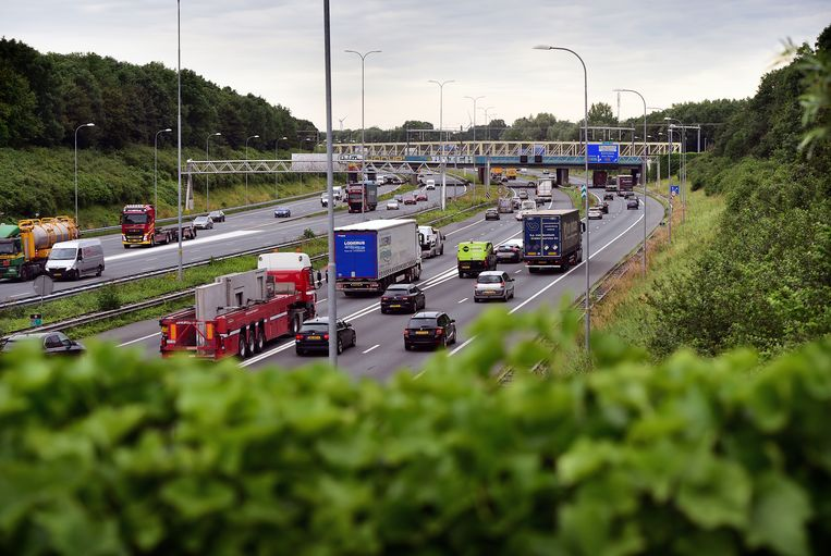 Snelweg A27 nabij Knooppunt Amelisweerd. Beeld Marcel van den Bergh / de Volkskrant