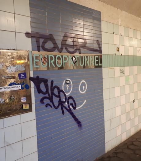 Graffiti in Hengelose Europatunnel wordt zo snel mogelijk verwijderd