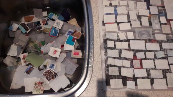 Postzegels afweken op zondagochtend,