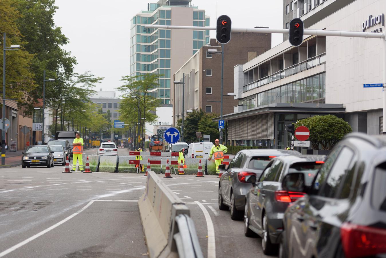 Verkeersmaatregelen op de Vestdijk.