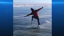 VIDEO. Voormalig olympisch kampioene schaatst op bevroren meer in Siberië