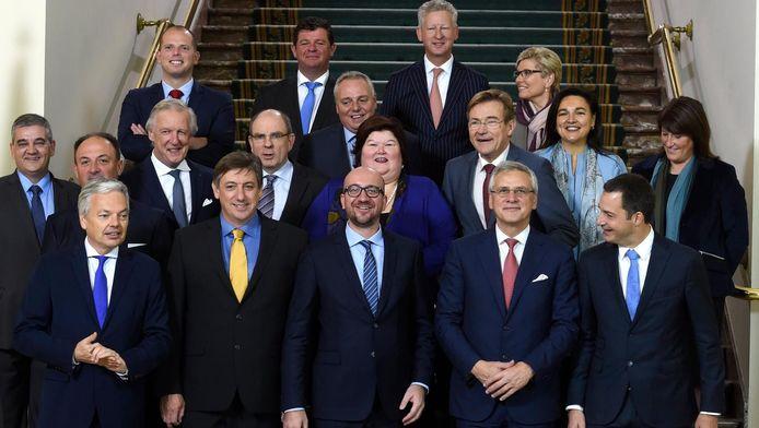 11 octobre 2014: première photo de famille du gouvernement Michel, alias la coalition suédoise
