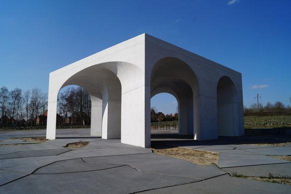 Het onthaalpaviljoen aan het Duits kerkhof in Hooglede.