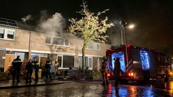De brandweer had grote moeite om de woning binnen te komen.