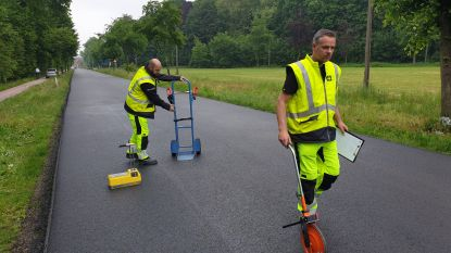 Primeur voor Vlaanderen: Vlaamse overheid test 'groen' asfalt uit in Kasteelstraat