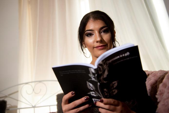 Het boek Depression is a gift van de Apeldoornse Aylin Ozturk verscheen deze week.