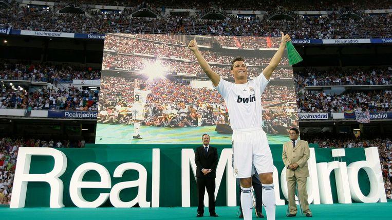 In 2009 stapte Cristiano Ronaldo over naar Real Madrid. Zijn eerste landstitel liet op zich wachten tot het seizoen 2011/2012. De tweede volgde nog veel later: in 2017. Wel pakte de Portugees bij de Madrilenen vier van zijn vijf Champions Leaguetrofeeën.