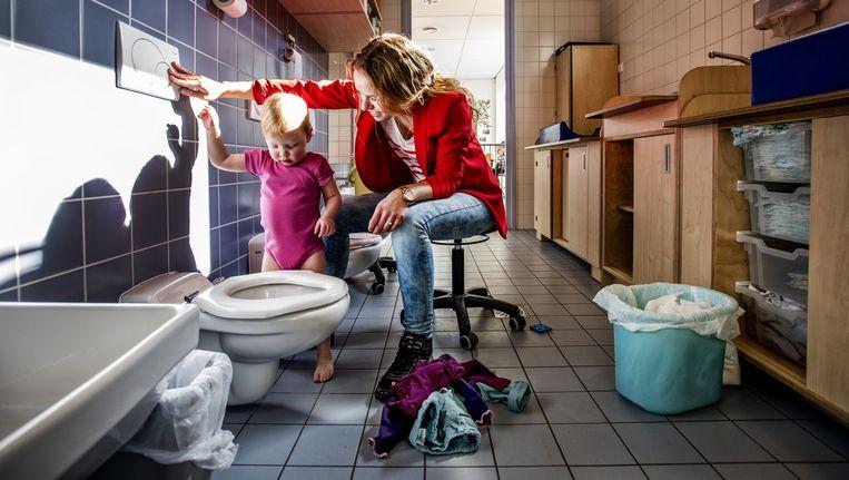 In kinderdagverblijf Plukkebol geen deuren in de verschoningsruimte. Beeld Raymond Rutting / de Volkskrant