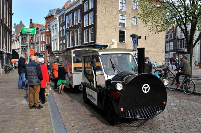 Het boemeltreintje rijdt weer door Dordrecht.