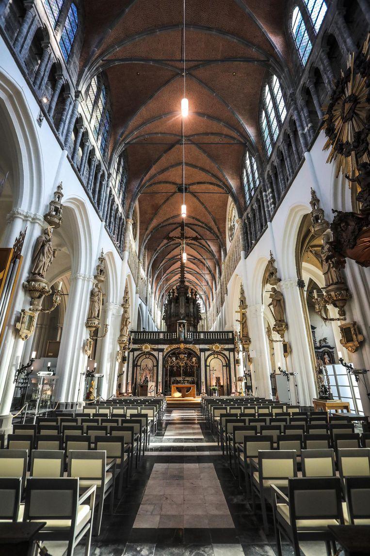 De middenbeuk van de Onze-Lieve-Vrouwekerk is sinds kort afgewerkt.