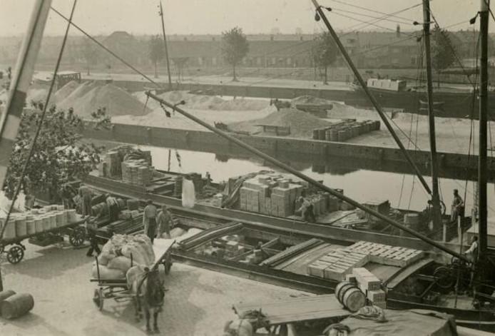 De Piushaven in de jaren '30. Foto Regionaal Archief Tilburg