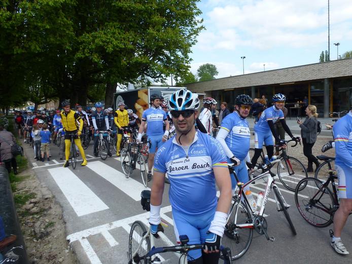 De renners keren terug in Den Bosch na een lange rit vanuit Leuven.