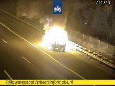 Brandende auto zorgde voor file op A12 bij Maarsbergen, rijstroken vrijgegeven