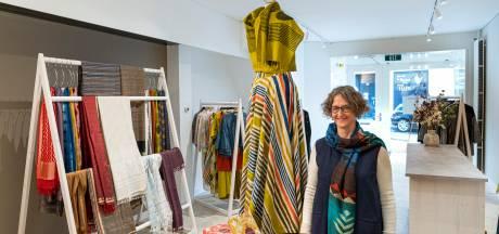 Voormalig adviseur digitale informatie begint in Oosterbeek winkel met duurzame kleding uit India