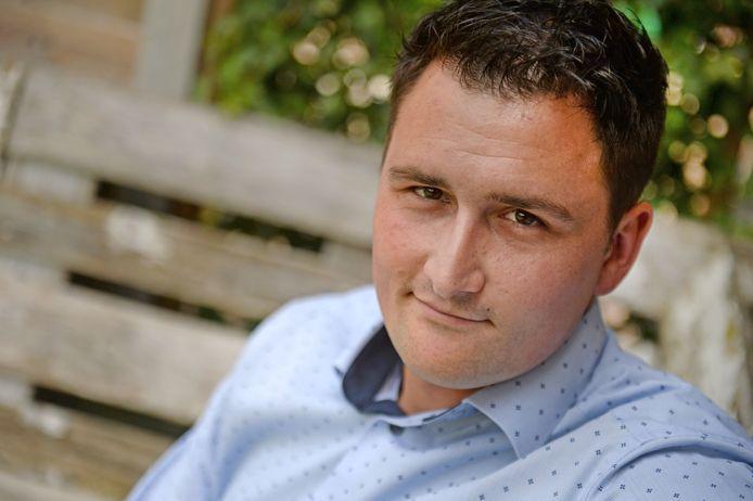 Frank Jonk  is twee jaar CDA-raadslid. Hoe bevalt hem de politiek? Wat is zijn ervaring na twee jaar?
