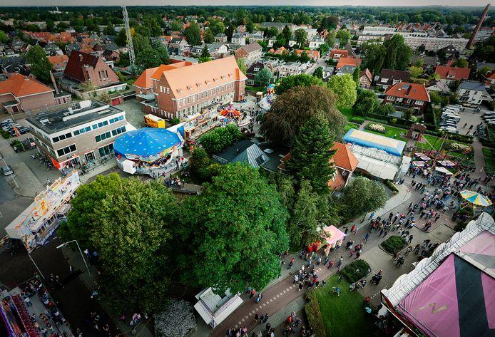 Een goed uitzicht over de kermis van Winterswijk tijdens het jaarlijkse volksfeest. Het is zeer de vraag of het feest door kan gaan, ondanks de versoepeling van de regels. Archieffoto Michel Beskers