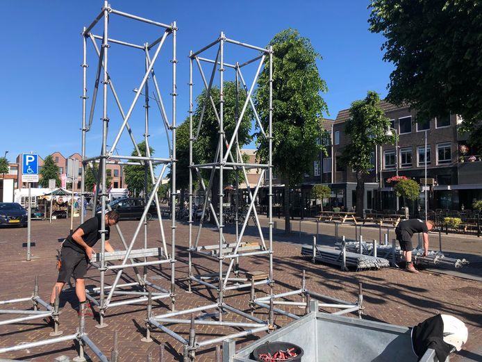 Op de Markt in Uden worden vrijdag de infozuilen in elkaar gezet. Op acht plekken in het centrum komen ze, voorzien van infobanners, te staan.