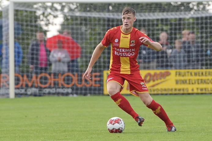 Go Ahead Eagles-verdediger Sam Beukema in actie tijdens het oefenduel met Excelsior (2-0) in Terwolde.