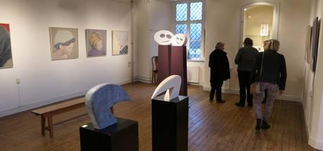 Dubbelexpositie over samenleving bij Honsoirde in abdij Nieuwkuijk geopend