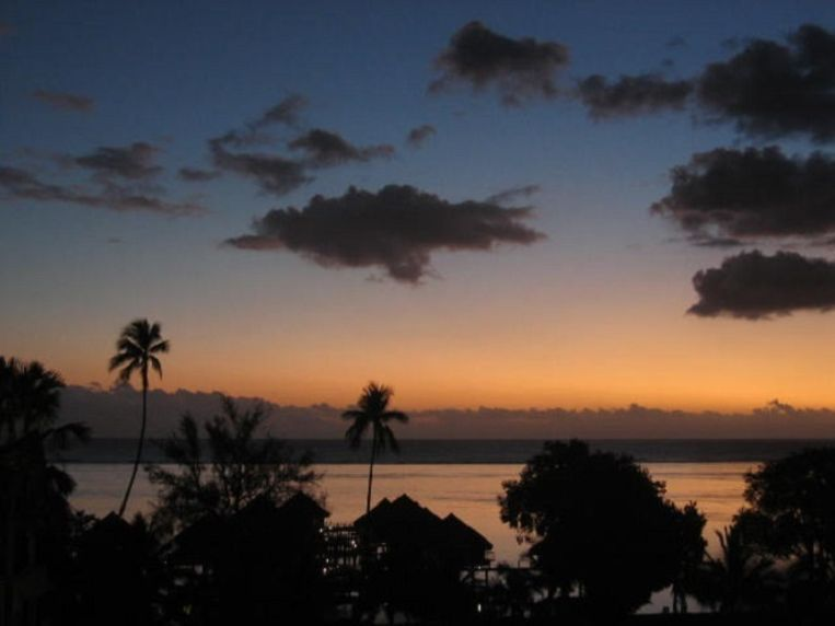 Zonsondergang in Tahiti. Beeld null