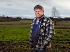 Hobbyboer Gerrit (62) wil zijn schapen in Wissel graag beschermen tegen de wolf, maar loopt vast in het systeem van de provincie