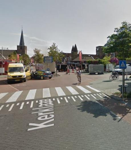 Nog voor de kerst parkeren op Kerklaan in het centrum van Wateringen