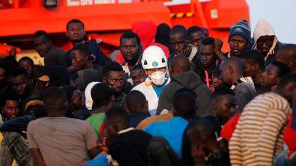 Spaanse kustwacht redt 450 bootvluchtelingen
