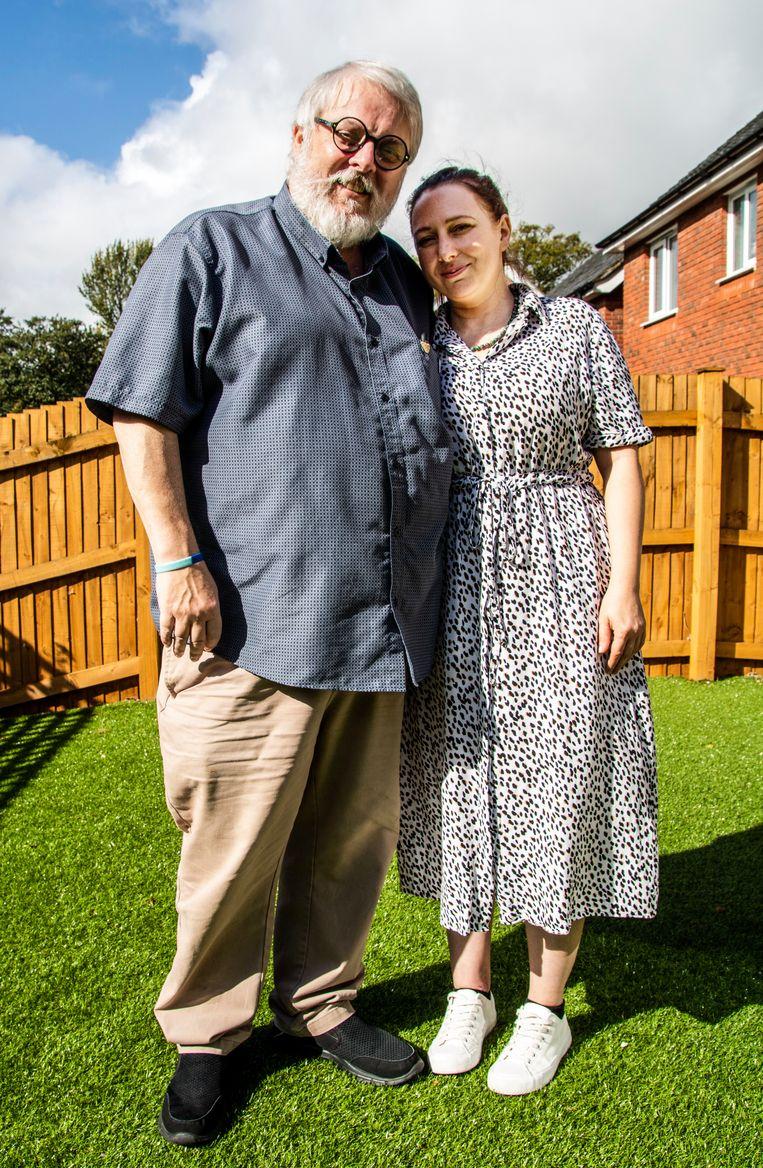 Charlie Dibsdale en zijn stiefdochter Natalie Parnell. Zij is tegen de brexit, iets waar hij hartstochtelijk in gelooft. Beeld Jeroen Bosch