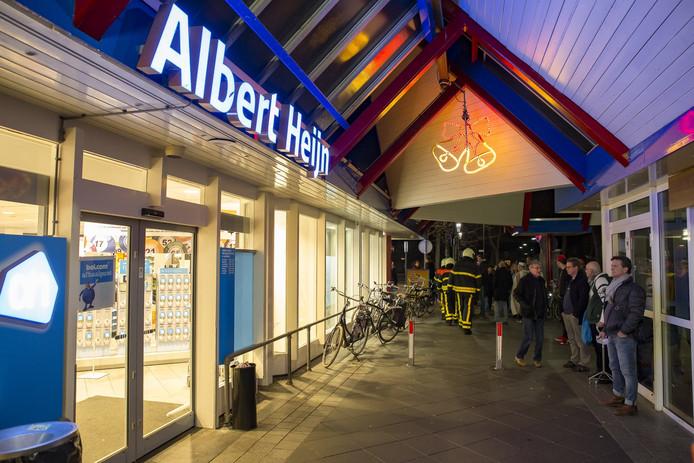 Albert Heijn in winkelcentrum Arkendonk ontruimd.