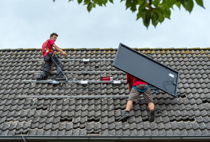 Zonnepanelen op daken? Prima, vindt de Vereniging Binnenstad. Als het in het beschermd stadsgezicht van Bergen op Zoom maar niet op schuine daken in het zicht is.