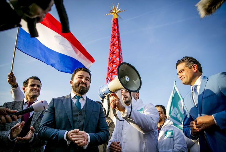 Kamerleden Farid Azarkan, Selçuk Öztürk en Tunahan Kuzu maken in februari 2019 bekend dat Öztürk lijsttrekker in de Eerste Kamer wordt. Beeld ANP