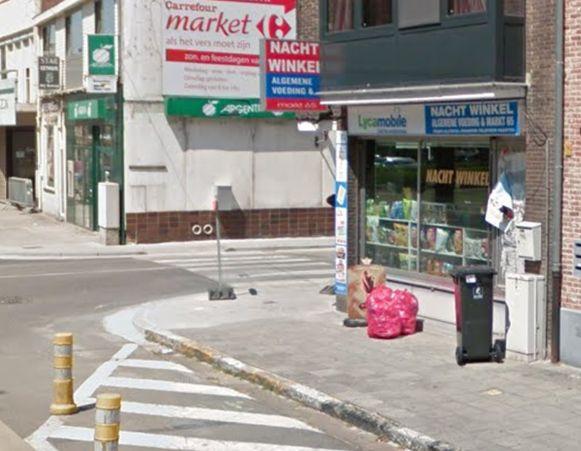 BERLAAR - Deze nachtwinkel op de hoek van de Markt en de Legrellestraat in Berlaar werd vannacht overvallen.