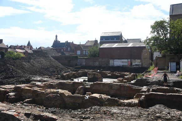 Er werden al 1.200 skeletten bovengehaald op de site in Ieper.