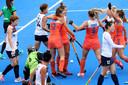 Vreugde bij de speelsters van Oranje na de vroege 1-0 van Frédérique Matla.
