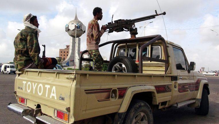 Leden van een militie loyaal aan president Hadi van Jemen in Aden, vandaag. Beeld epa