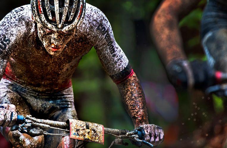 Mathieu van der Poel wordt tweede in Albstadt en plaatst zich voor de Olympische Spelen van Tokio in 2020.  Beeld Klaas Jan van der Weij / de Volkskrant