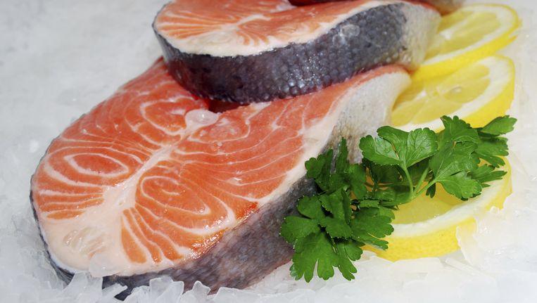 Vette vis zoals zalm bevat relatief veel omega-3 vetzuren Beeld thinkstock