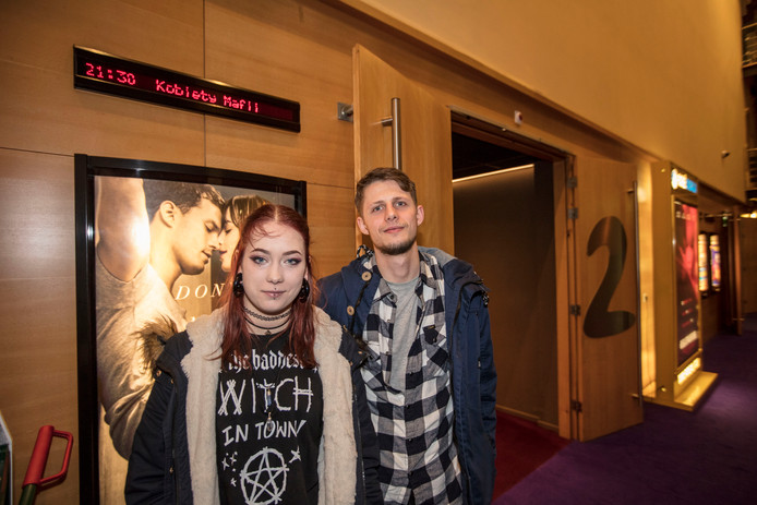 Het Poolse stelletje Józefina en Przemek bezoekt voor het eerst een Poolse film in hun woonplaats.