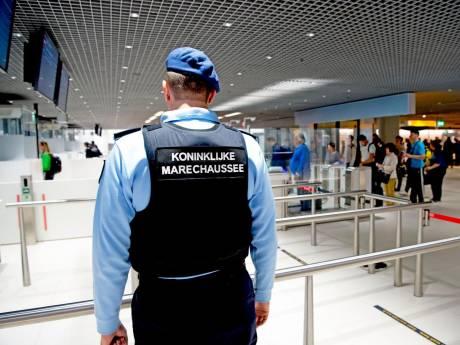 Groot aantal Schipholmedewerkers betrokken bij drugssmokkel