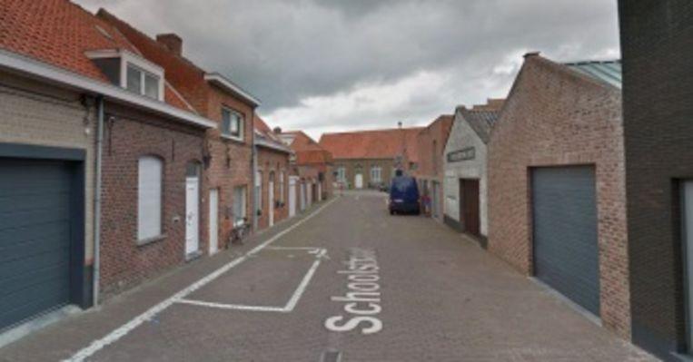 In de Schoolstraat in Boezinge start een proefproject rond eenrichtingsverkeer.