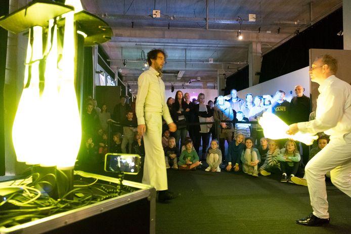 De opening van een tijdelijke tentoonstelling in doe-centrum Technopolis