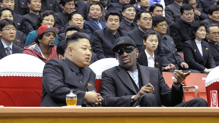 Rodman op de tribune met de Noord-Koreaanse leider Kim Jong-un Beeld AFP