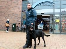 Buurt neemt zelf de regie: beveiliger met hond ingezet tegen overlast van jongeren rond De Passage in Mijdrecht