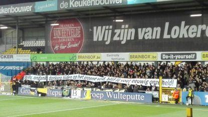 Sportingfans zwaaien Willy Peeters uit met bijzonder spandoek