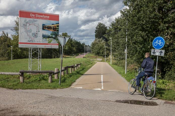De toegang tot de slowlane ten noorden van de Oirschotsedijk in Eindhoven. Een deel van de blauwe variant loopt over de slowlane, die deels al is aangelegd.