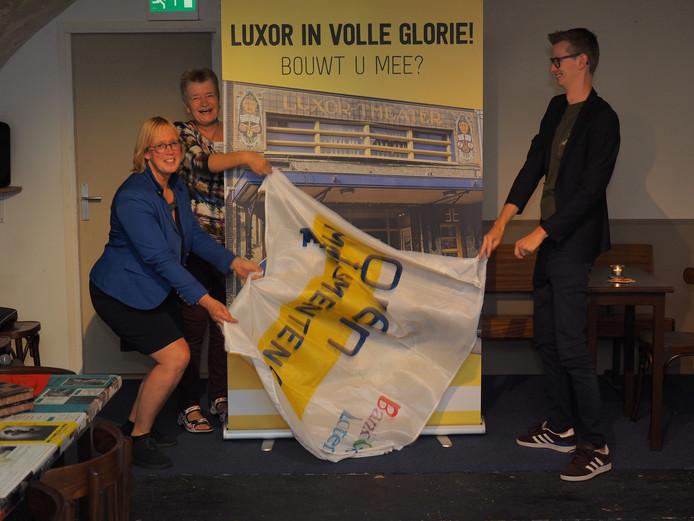 Wethouder Mathijs ten Broeke maakt samen met Greet Jongerling van Filmtheater Luxor en Ineke Hissink (voorzitter Open Monumentendag) het Zutphens Monument van het Jaar 2018 bekend.