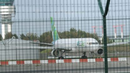 Twee toestellen van failliete EC Air staan al twee jaar te verkommeren op Brussels Airport