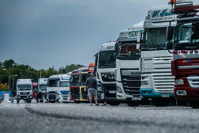 Een grote vrachtwagenparking zou kunnen helpen in de strijd tegen overlast van wildparkerende truckers, zoals bij Wouwse Plantage.